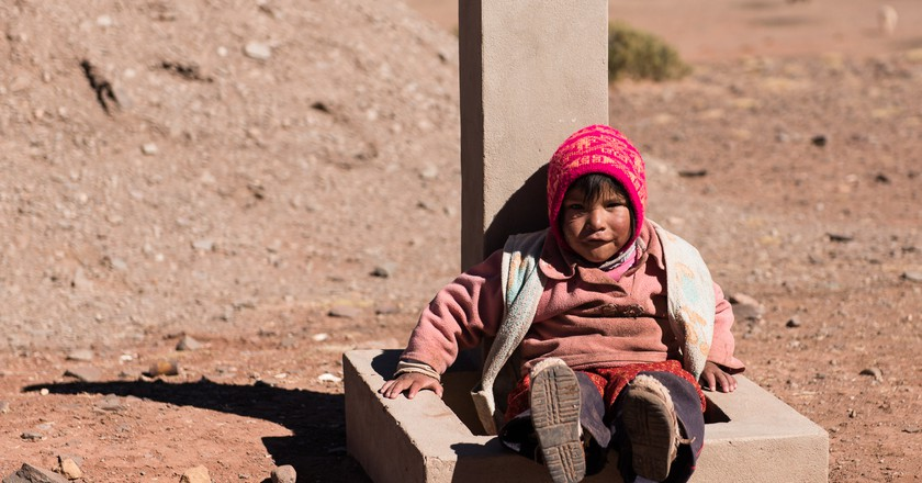 Not very entertained Bolivian kid | © vincentraal/Flickr