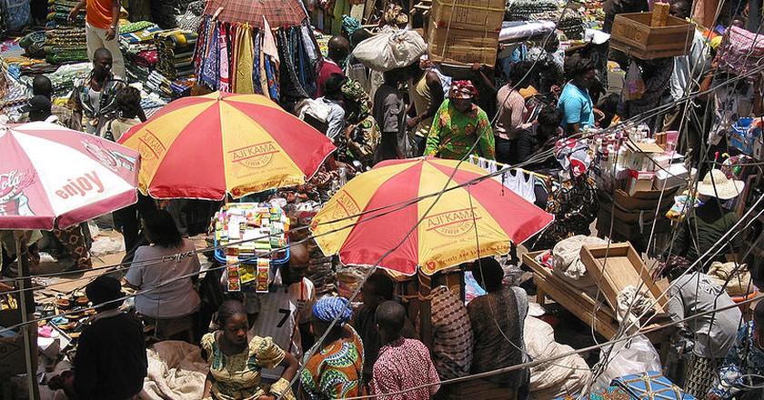 "<a href=""https://commons.wikimedia.org/wiki/File:2005_market_Lagos_Nigeria_12129001.jpg?uselang=en-gb"">Balogun Market | © Zouzou Wizman/WikiCommons</a>"