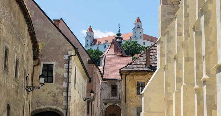 View of the Bratislava Castle above Old Town  | © Malvari/Pixabay