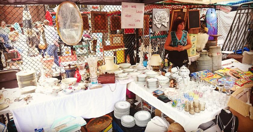 A vendor on the Dageraadplaats flea market | © Live in Belgium / Flickr