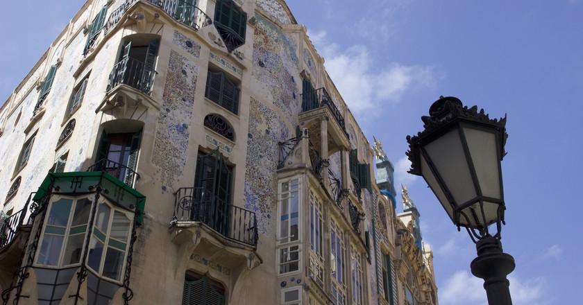 Take a look at Palma de Mallorca's unique architecture I © Leon Beckenham