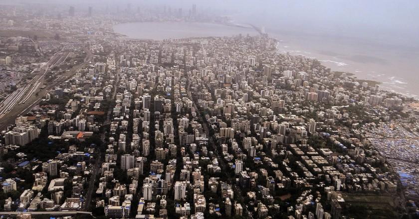 An aerial view of Mumbai and the Arabian sea | © sarangib / Pixabay