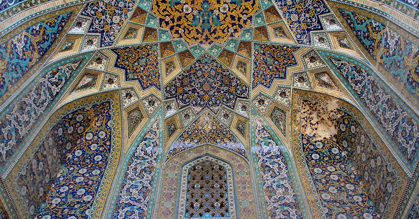 Vault and colored ceiling of the Iwan of an Imamzadeh at the tomb of Omar Khayyam. Neyshapour, Iran. | ©dynamosquito/WikiCommons