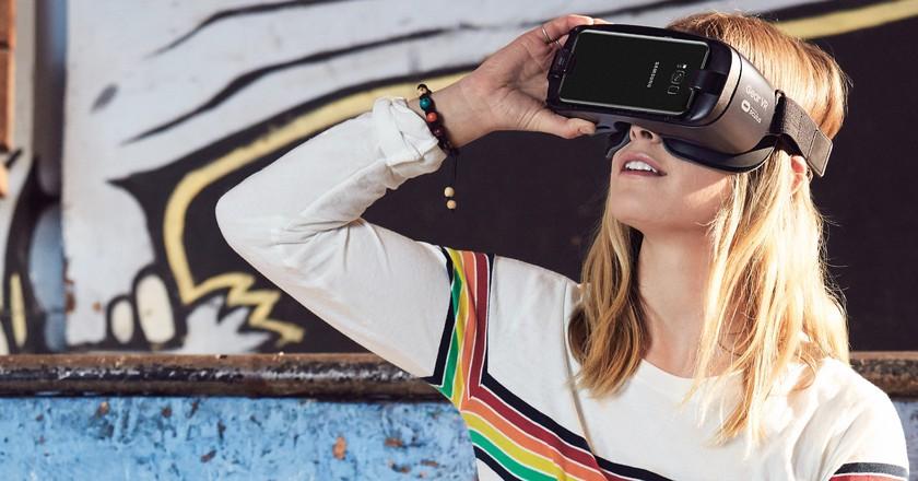 Samsung Gear VR Headset   Courtesy of Samsung