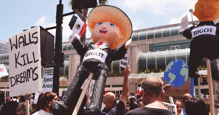 Trump piñatas continue to be all the rage | © i threw a guitar at him / Flickr