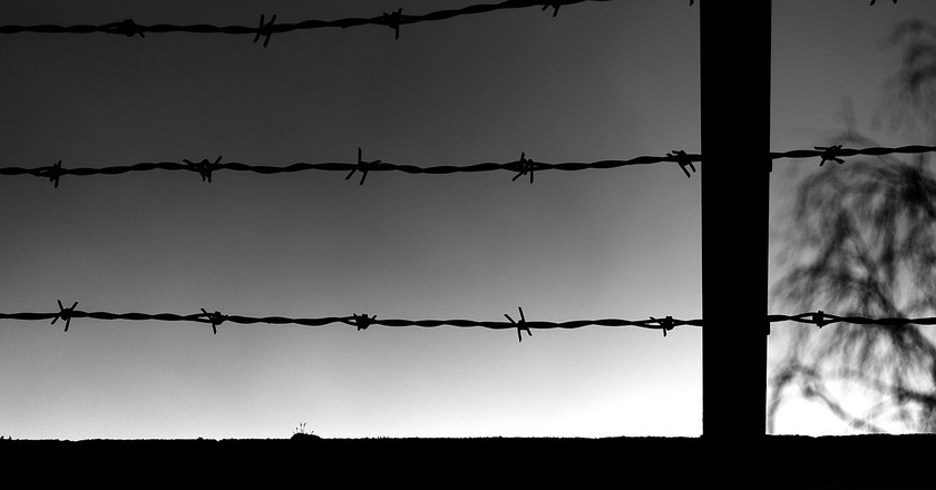 Barbed wire isn't the only thing keeping Mexico's indigenous population behind bars  © mitchell haindfield/Flickr