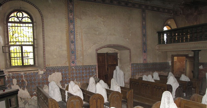 Ghosts are alive in this church |©Juandev / Wikimedia Commons