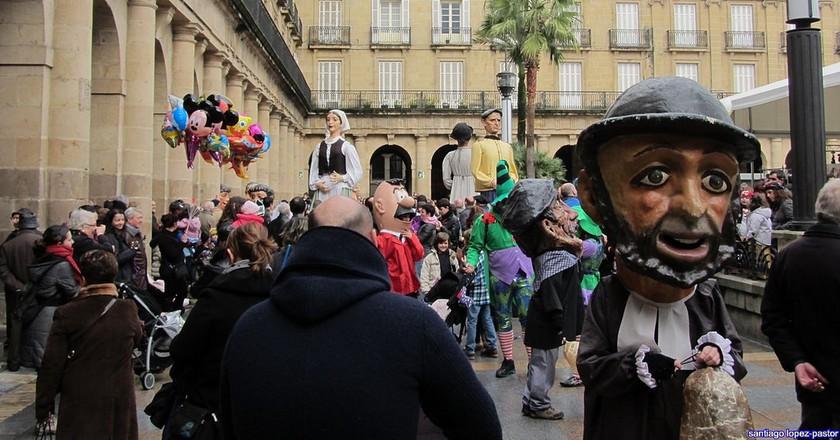 Visit the Plaza Nueva in Bilbao