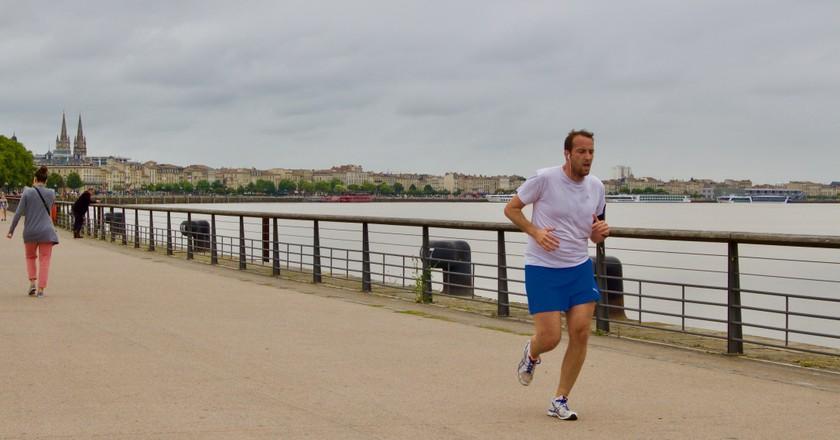 Runner alongside the Garonne River   © J. Migan