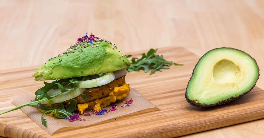 Self-made Avocado burger © Marco Verch