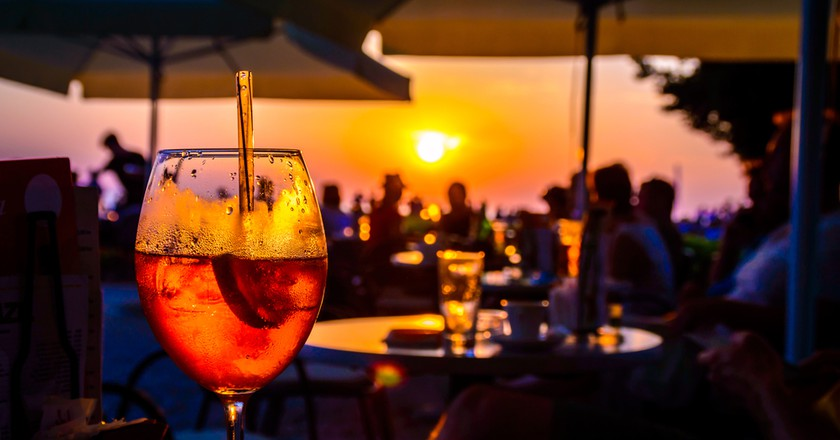 In Algarve, the beach bars are popular spots. © Thoom / Shutterstock