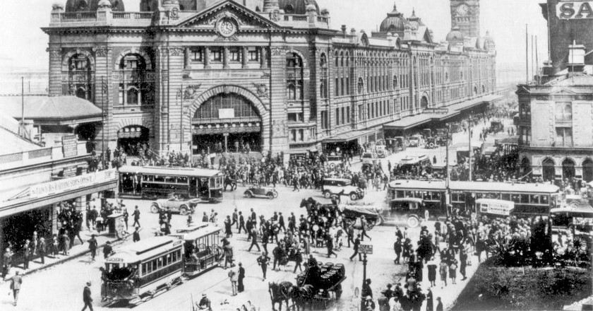 https://commons.wikimedia.org/wiki/File:Swanston_and_Flinders_St_intersection_1927.jpg