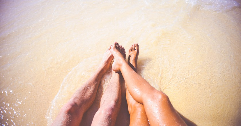 A beach date |© pexels