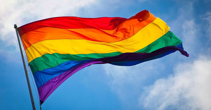 https://commons.wikimedia.org/wiki/File:Rainbow_flag_breeze.jpg