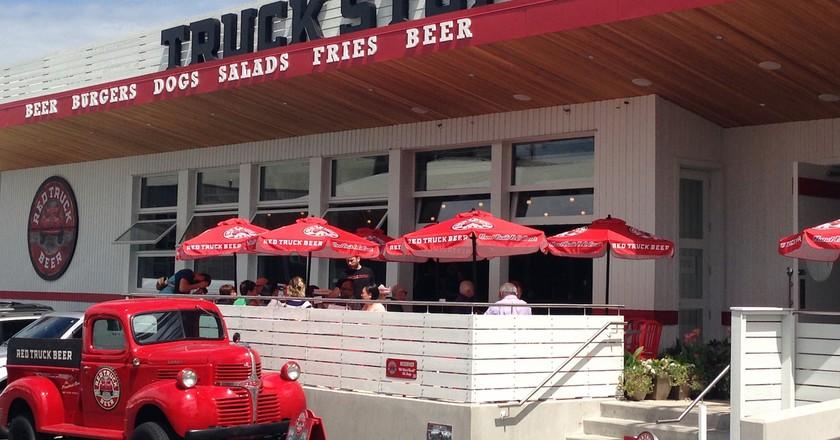 Red Truck Beer Stop   © CK Golf / Flickr