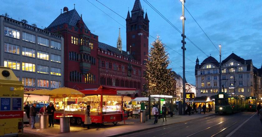 Basel's Marktplatz bustles during market hours | © xlibber/ Flickr