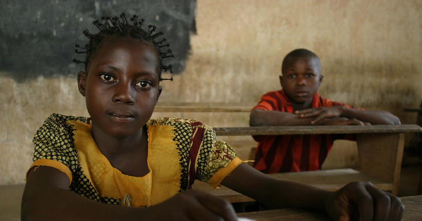 Young girl and boy attending school | © hdptcar/Flickr