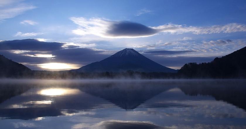 Mount Fuji and Lake Shoji | © hoge asdf/Flickr