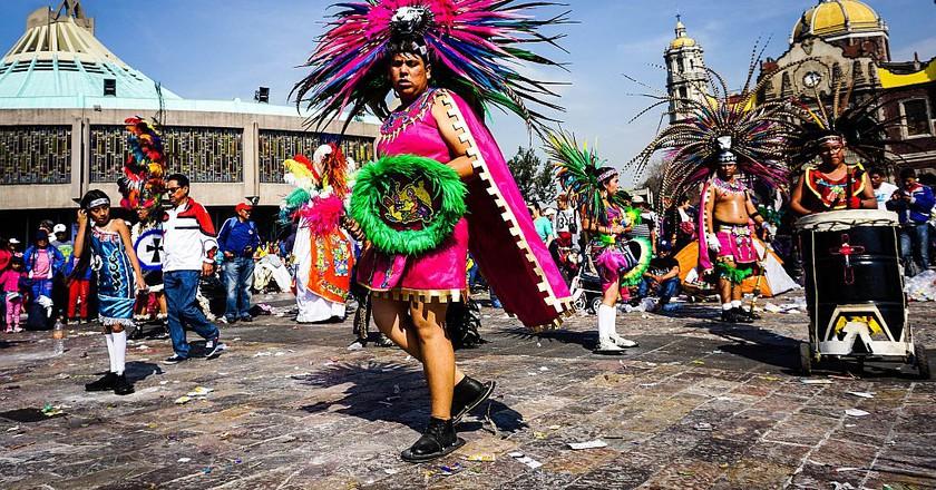 Aztec dance in front of the Basilica | © katiebordner / Flickr