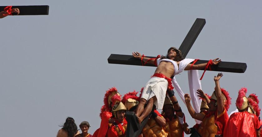 Holy Week crucifixion ceremonies in Pampanga, Philippines | © istolethetv / Flickr