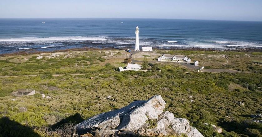 "Slangkop Lighthouse | <a href=""https://www.flickr.com/photos/south-african-tourism/6253230382/in/photolist-LQYjF9-81nLpf-7KHmS1-pzWJDd-in1FJ-B5cLq-7KNTmG-awzrwW-B5kxG-HXSMhi"">© South African Tourism / Flickr</a>"