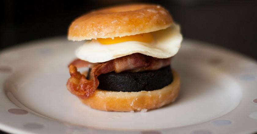 A doughnut breakfast butty | © Catrin Austin / Flickr