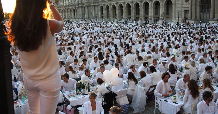 A Dîner en Blanc event in Paris | © Paris-Sharing / Flickr