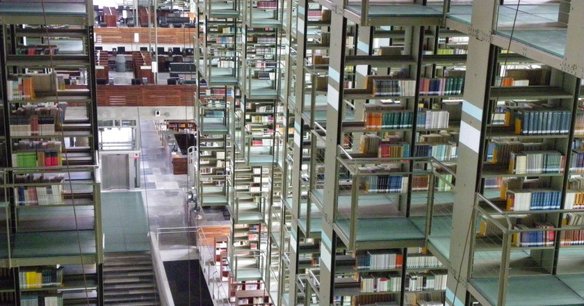"<a href=""https://www.flickr.com/photos/ellf/5896122874/"" target=""_blank"" rel=""noopener noreferrer"">The uber-modern Biblioteca Vasconcelos in Mexico City | © Ellen Forsyth / Flickr</a>"