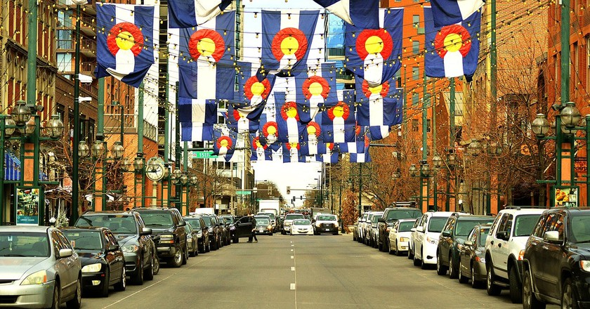 Colorado flags over Larimer Square | © quinntheislander/PixaBay