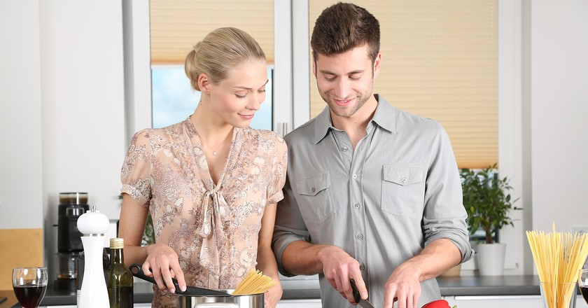 "<a href=""https://pixabay.com/en/woman-kitchen-man-everyday-life-1979272/"" target=""_blank"" rel=""noopener noreferrer"">Cooking together | 089photoshootings / Pixabay</a>"