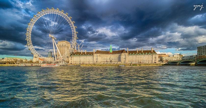 London Eye and London Aquarium side-by-side | © Yogendra Joshi/Flickr