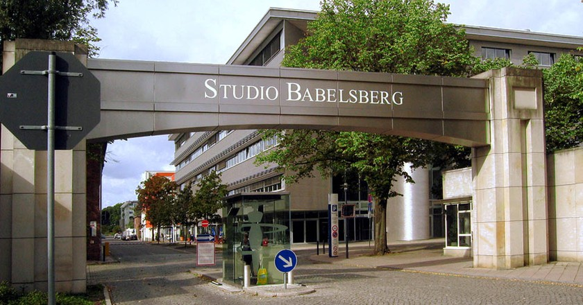 "<a href=""https://commons.wikimedia.org/wiki/File:Filmstudio_Babelsberg_Eingang.jpg"" target=""_blank"" rel=""noopener noreferrer"">Entrance to Studio Babelsberg in Potsdam 