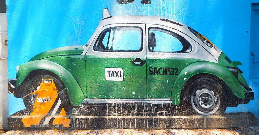 Green Taxi mural in Roma by Street Art Chilango collective | © Lydia Carey