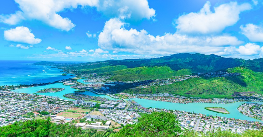 View of Hawaii Kai, a largely residential area located in the City & County of Honolulu, seen from the top of Koko Head near Honolulu - Hawaii | © segawa7 / Shutterstock
