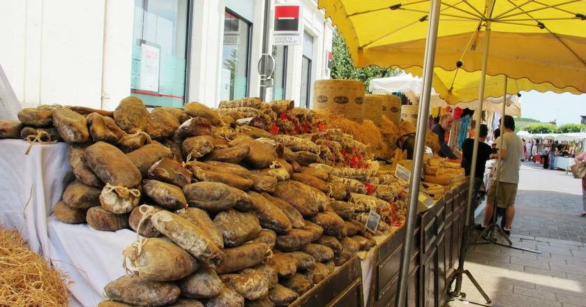 The traditional saucisson stall at Loches Market I © Jessica Baldwin