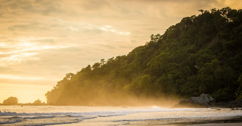 Sunset spray in Costa Rica   © Sergey Golubin/Shutterstock