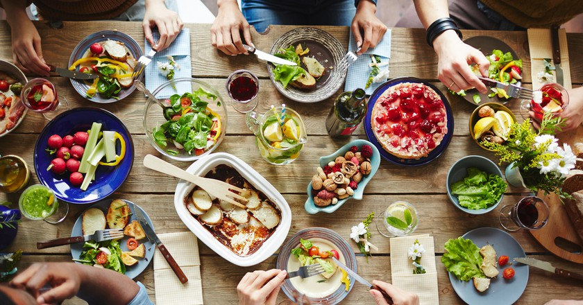 Family feast | ©Shutterstock/Pressmaster