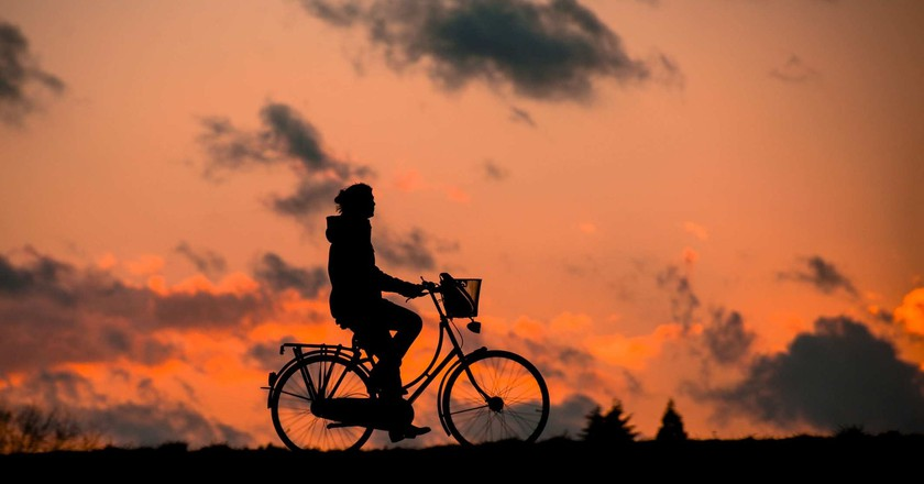 "<a href = ""https://pixabay.com/en/silhouette-fitness-bless-you-bike-683751/""> Cyclist against the sunset 