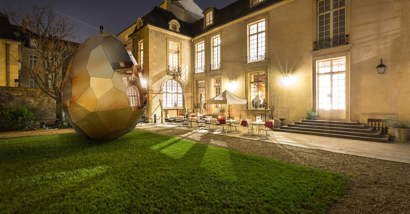Montage of Solar Egg in Paris | © Vinciane Verguethen