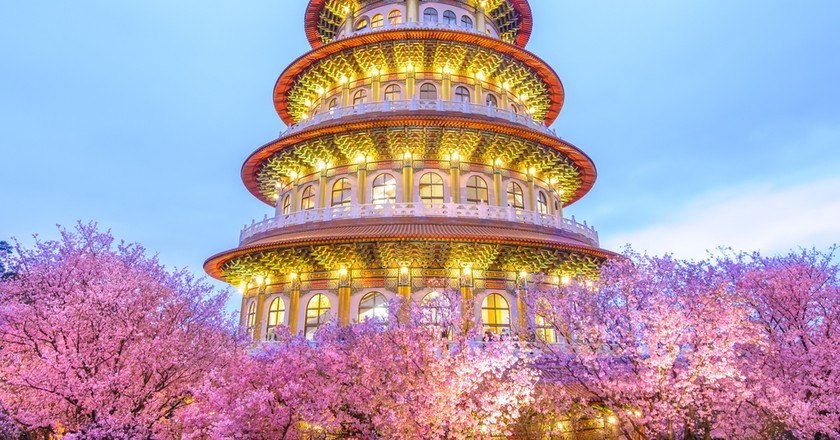 Tien-Yuan temple with cherry blossom in Taipei | © Richie Chan/Culture Trip