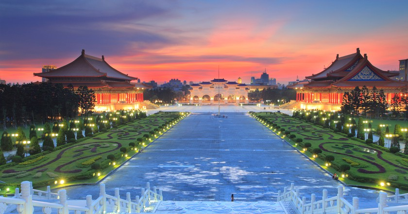 Sunset over the National Taiwan Democracy Square from Chiang Kai-Shek Memorial Hall | © Charlesimage/Shutterstock