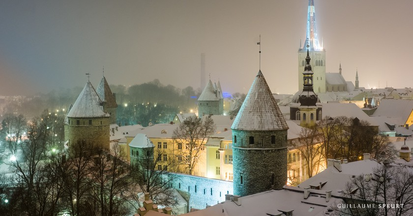 Tallinn Old Town at night | © Guillaume Speurt/Flickr