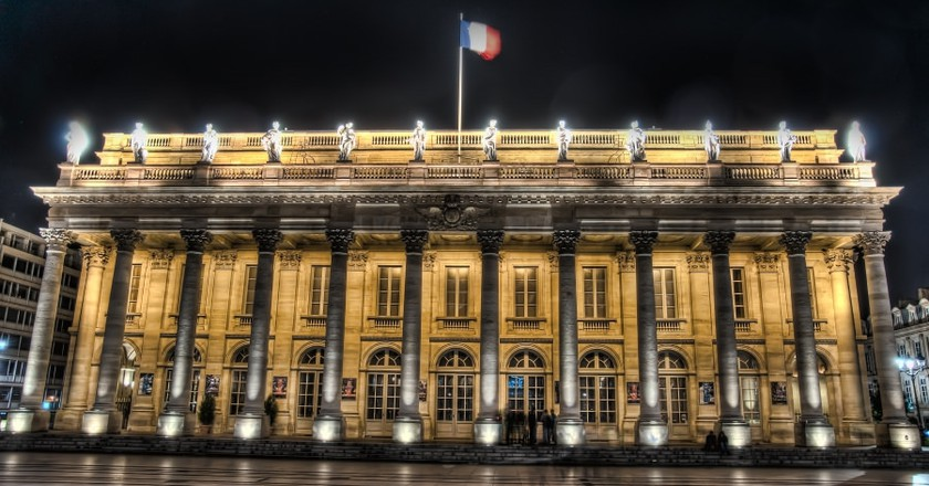 The Opéra National de Bordeaux-Grand Théâtre enlighted at night/© Campus France for Flickr