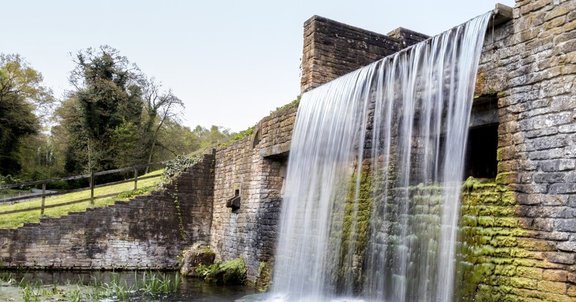 Waterfall at Newstead Abbey, Nottinghamshire | © Arran Bee/Flickr