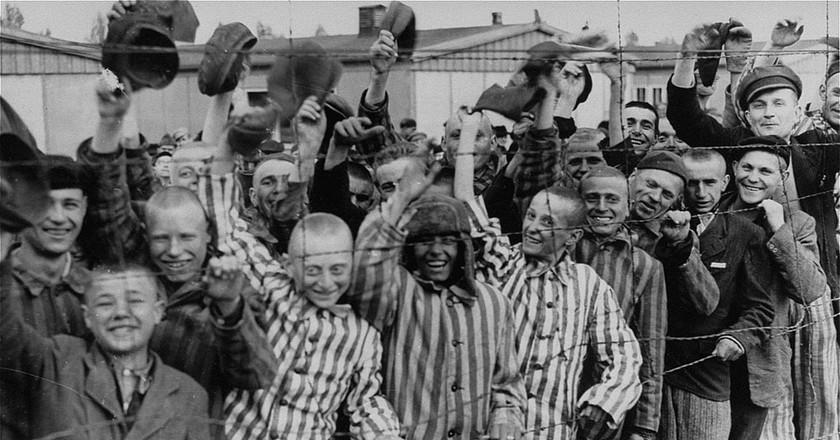 Prisoners liberation Dachau |© Wikimedia Commons
