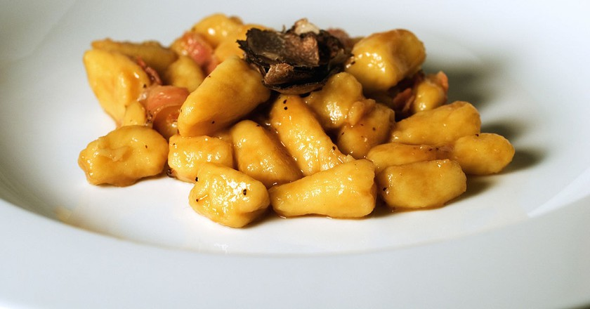 https://commons.wikimedia.org/wiki/File:Gnocchi_with_truffle.jpg