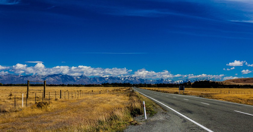 Mountain range on the way to Queenstown, from Christchurch, New Zealand | © Anup Shah/Flickr