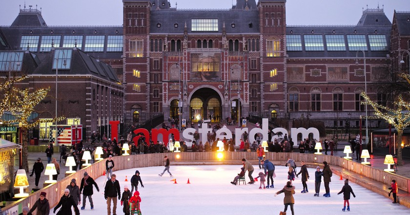 The ice rink outside the Rijksmuseum | © Roman Boed / Flickr