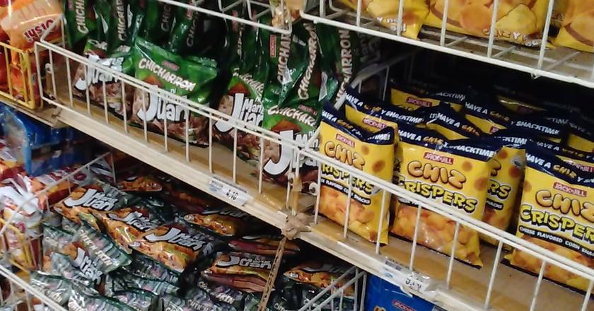 Rack of Filipino chips | © Iwan Gabovitch / Flickr
