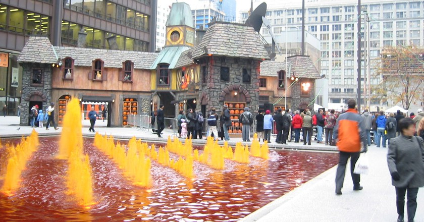 Haunted house in downtown Chicago | © Josh Evnin / Flickr